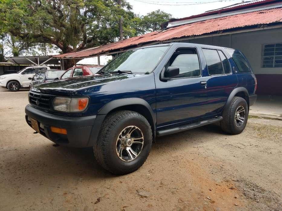 Nissan Pathfinder 1996 - 153000 km