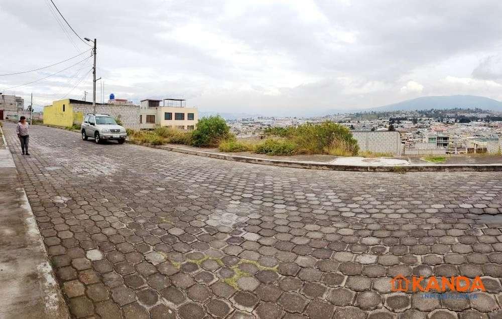 Terreno 400 m2 venta Calderón - con escritura y servicios básicos