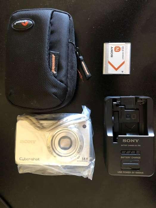 Camara de Fotos Sony con Extras