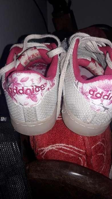 Vendo Zapatillas Addice Nro 32