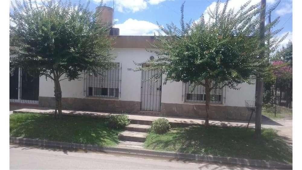 Casa En Venta Barrio Vicente Lopez- Calle Lauria S/N - UD 98.000 - Casa en Venta