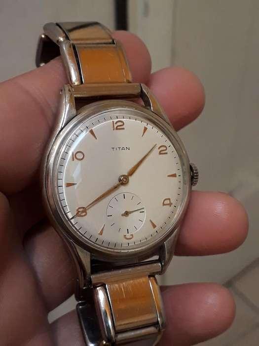 Precioso Reloj Titan Suizo de Cuerda