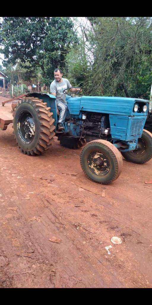 Vendo Tractor Universal 550, Funcionando