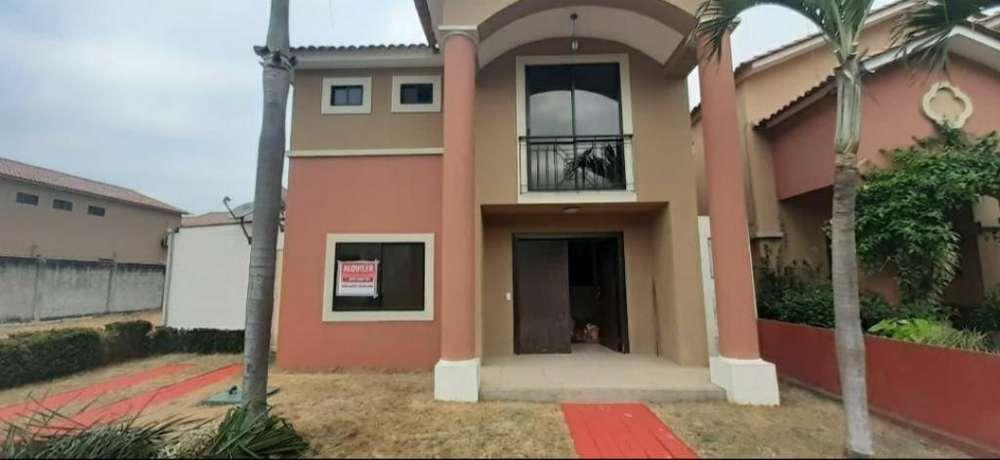 Alquiler de Casa en Urb. Ciudad Celeste- Etapa La Marina