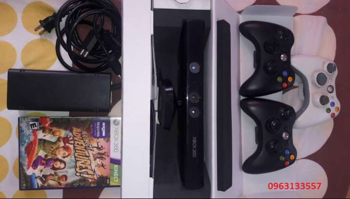XBOX 360 SLIM 4GB KINECT 3 CONTROLES 2 JUEGOS TODAVIA DISPONIBLE