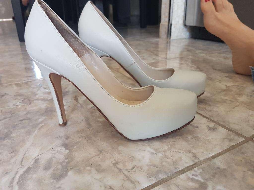 Zapatos de Cuero Color Natural N°39
