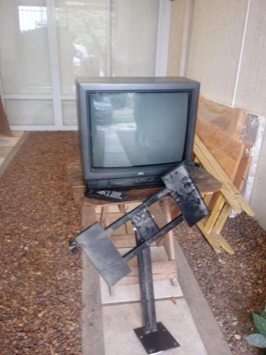 TV JVC 21- CON SOPORTE PARA LA PARED