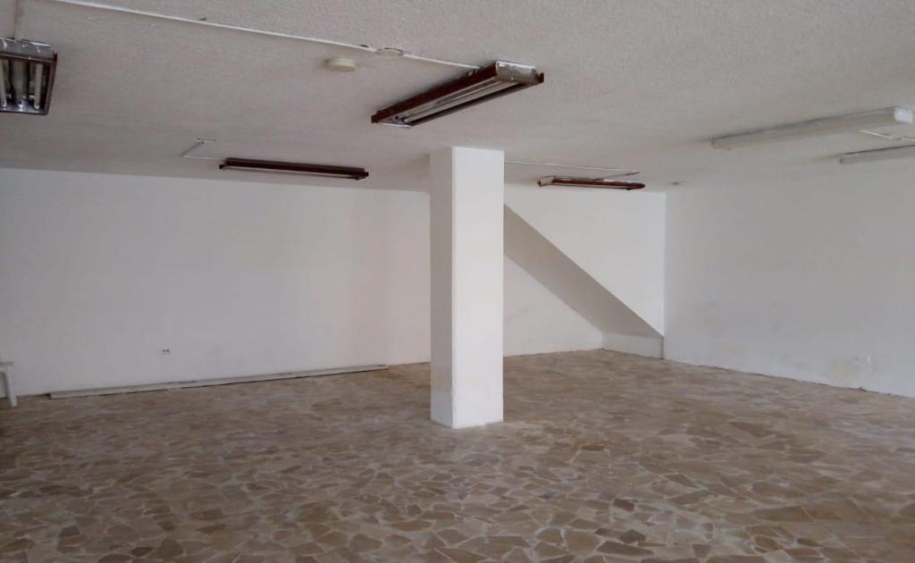 Gaspar de Villarroel, Local renta, 1 ambiente, 1 baño, 2 parqueaderos, 200 m2