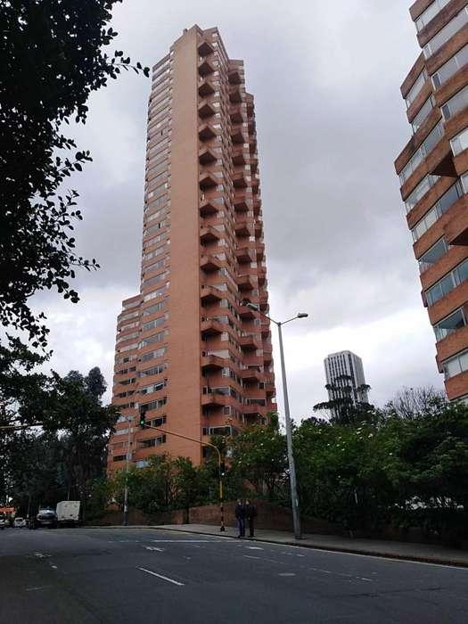 Apartamento <strong>duplex</strong> en arriendo en torres del parque Macarena vista a la ciudad 18-00196