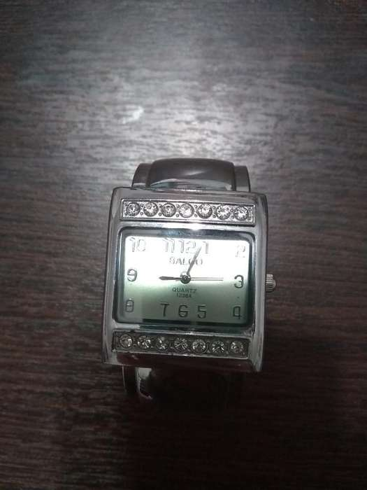 74b57dddf6d4 Relojes pulsera: Relojes - Joyas - Accesorios en Córdoba | OLX