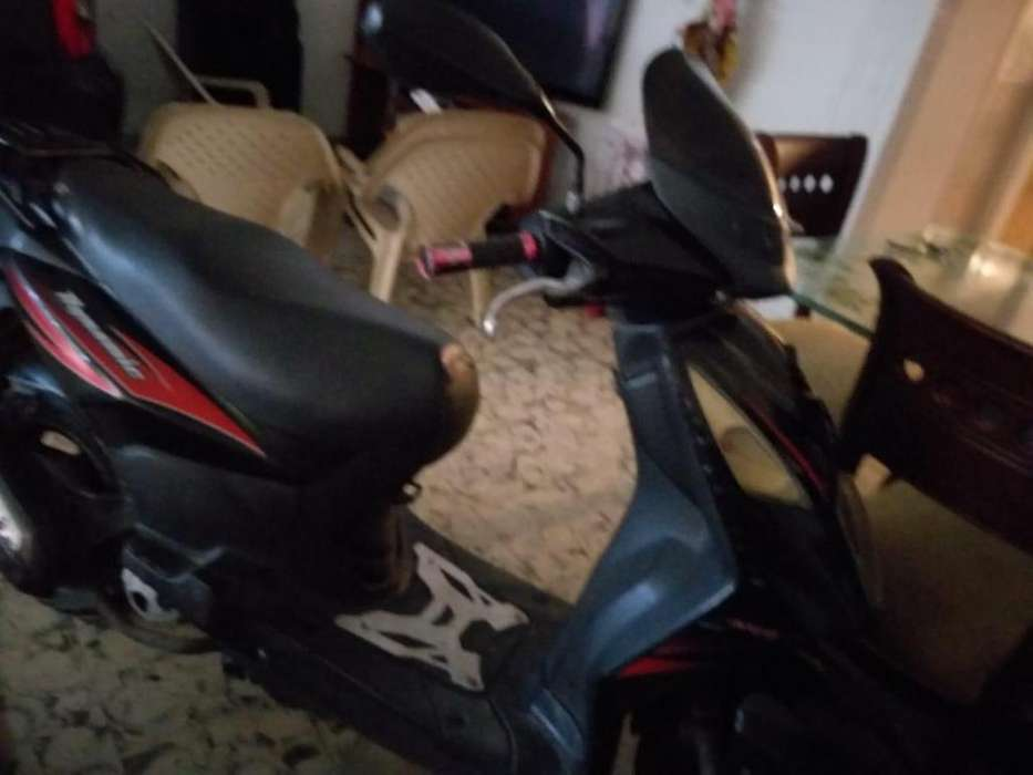 Super Ganga- Vendo moto AKT DYNAMIC R 125: 2000.000