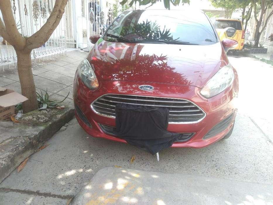 Ford Fiesta  2015 - 481445 km