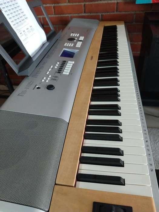 Piano Yamaha DGX-630 perfecto estado 7 octavas, 88 teclas, teclado sensible de tecla pesada.