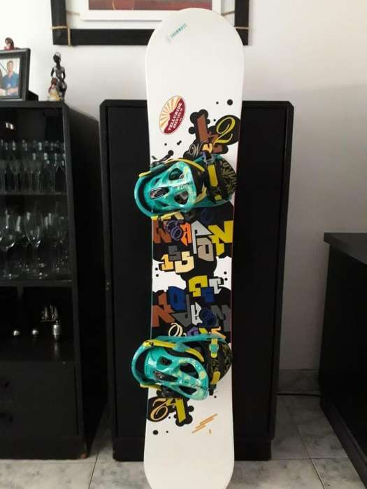 Tabla de Snowboard con fijaciones!! Muy buen estado!