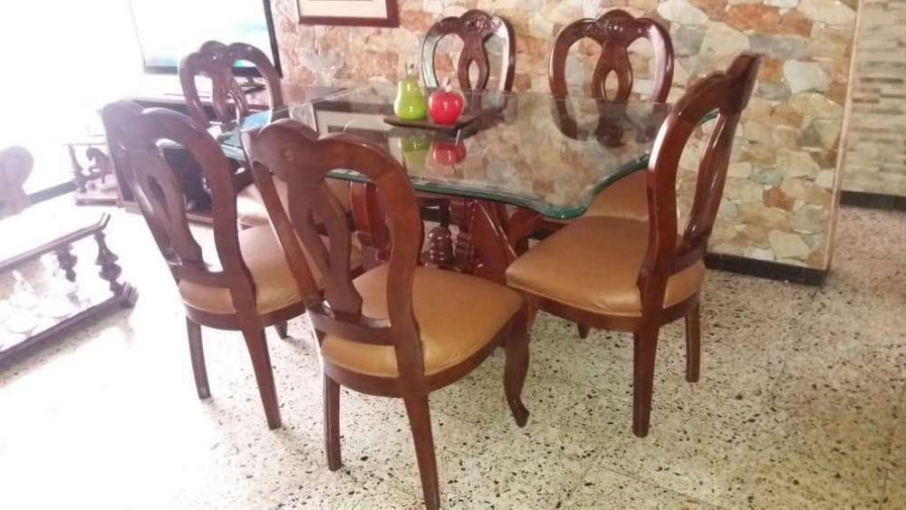 Comedor 6 puestos en madera y mesa en vidrio