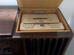 Antigua Radiola Grundig En Mueble Medellin (años 50s) Requiere Revisión