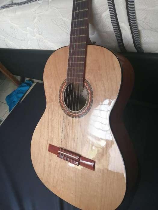 Guitarra Electroacústica Navarro