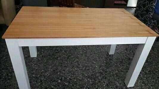 Vendo mesa con 6 <strong>silla</strong>s 4 de ellas comunes y las otras 2 con apoya br