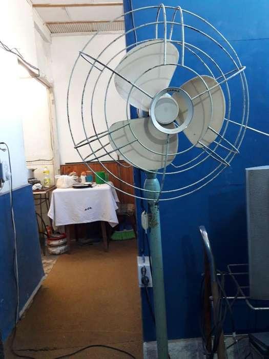 Vendo <strong>ventilador</strong> de Pie Antiguo