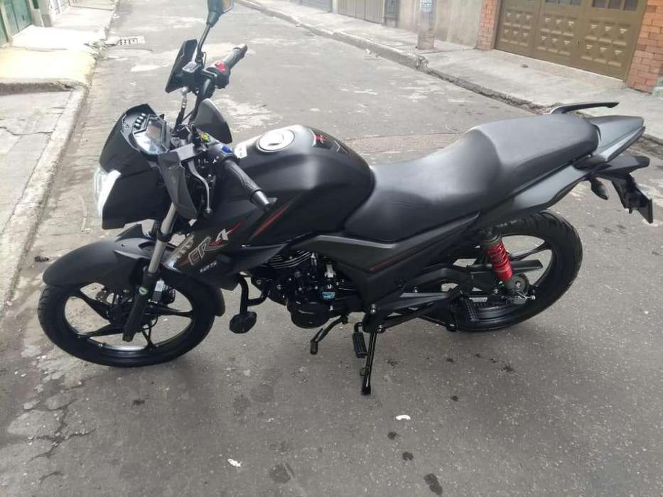 Vendo moto Akt CR4 -Color negro mate- 2500 km