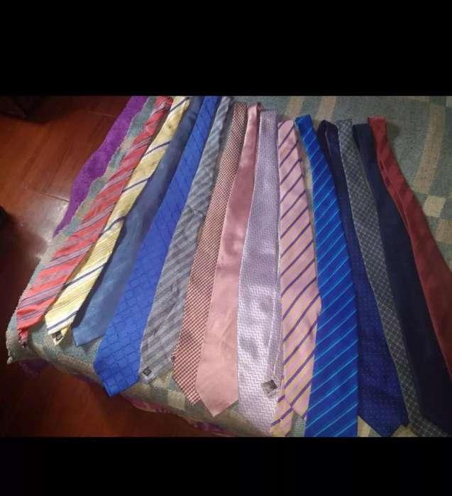 Vendo 17 Corbatas de Marca 60000 negociable