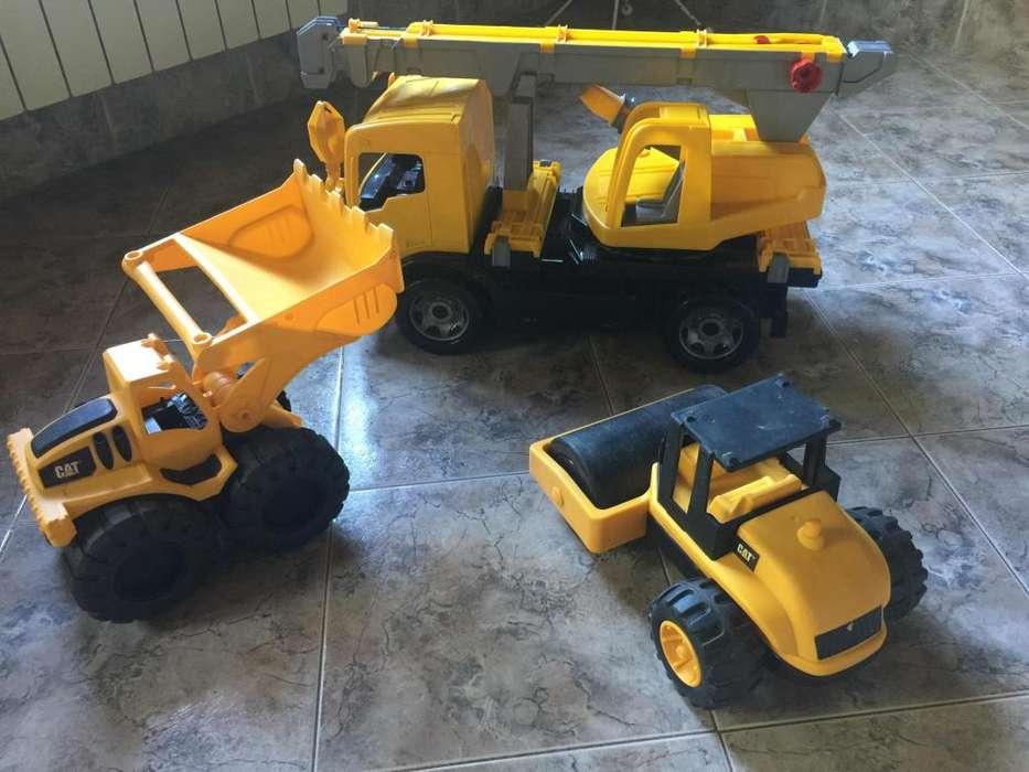 3 Camiones Caterpillar Pala mecánica, aplanadora y Grua