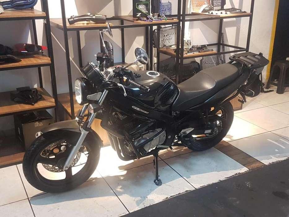 Vendo o permuto moto GS 500 Suzuki ¡Casí <strong>nueva</strong>!