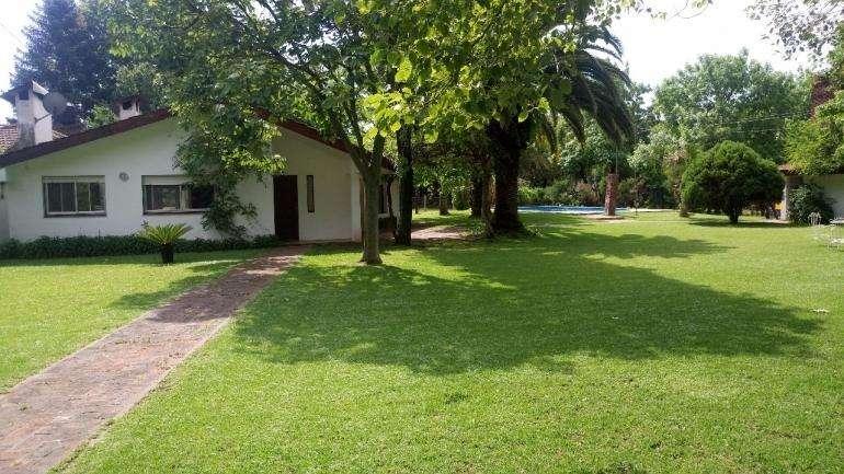 ALQUILER TEMPORARIO FUNES - Hermosa propiedad 1000m2 de parque.