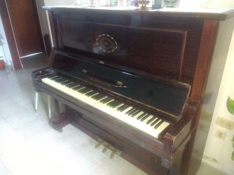 Piano Vertical Carl Becke Leipzig