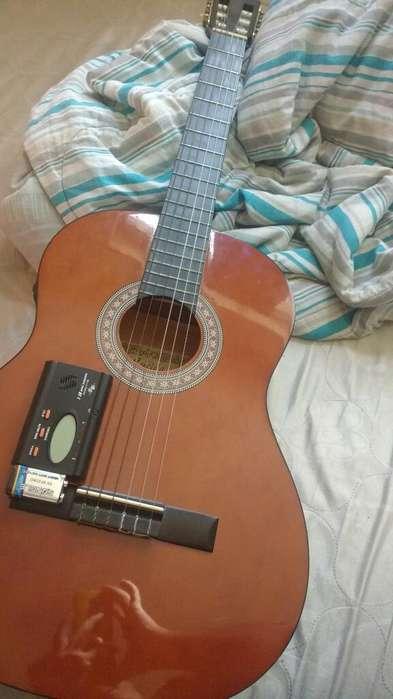 Se Vende Guitarra Electroacústica.