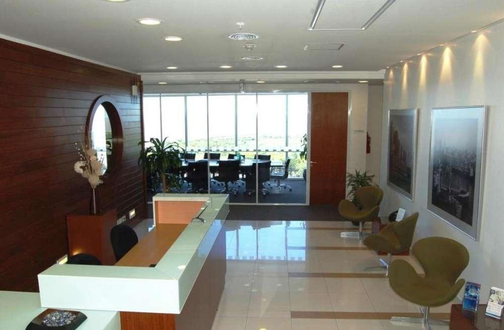 Ven a nuestra área de Business Lounge en Buenos Aires Nación y empieza a trabajar