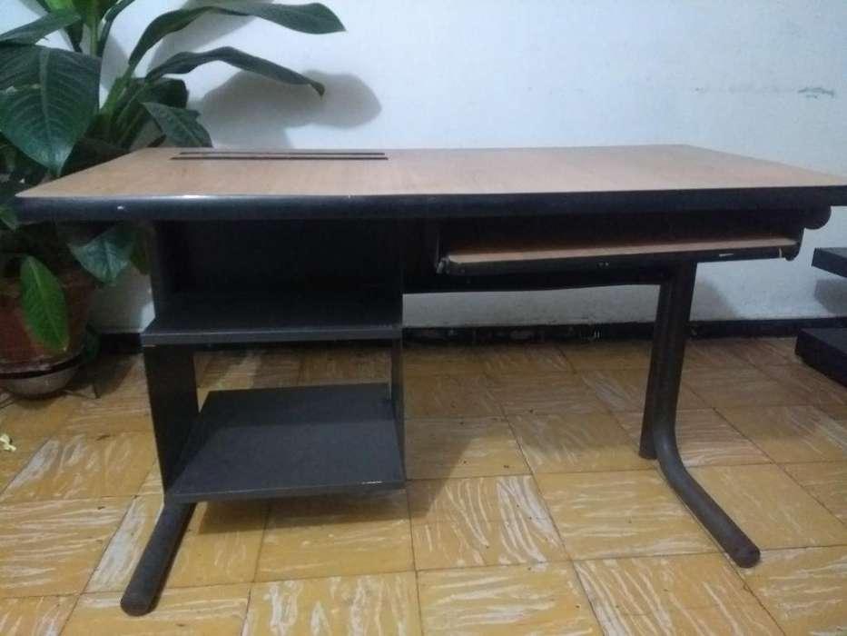 Se Vende <strong>escritorio</strong> con Silla
