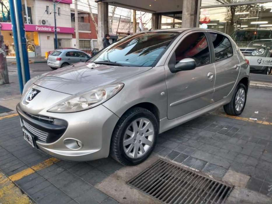 Peugeot 207 2010 - 185000 km
