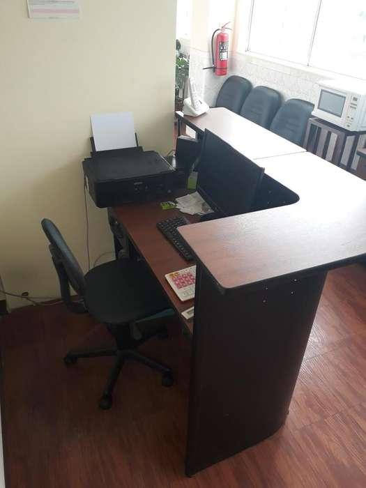 Se vendes muebles y equipos de oficinas.