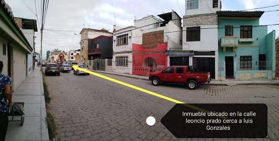 VENDO CASA COMERCIAL EN CENTRO DE CHICLAYO 4 PISOS - Calle Leoncio Prado