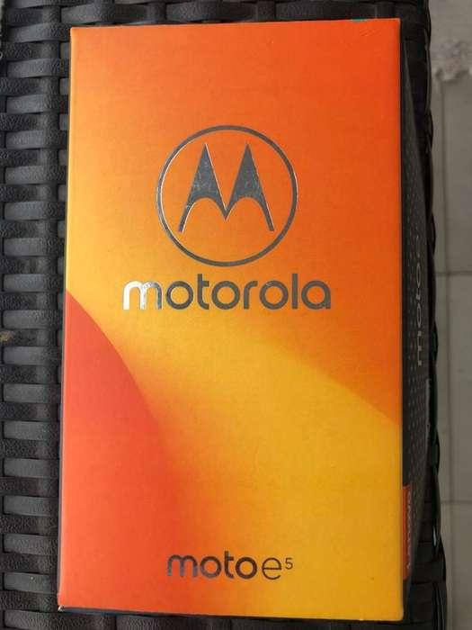 Celular Moto E5