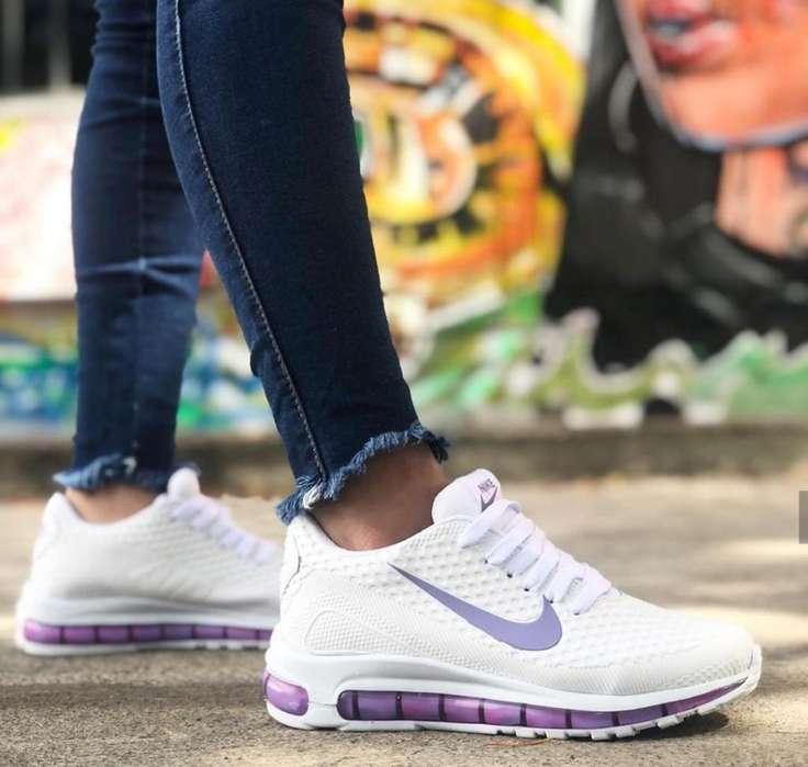 Tenis Nike Air de Dama Blancos