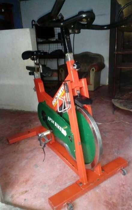 Vendo 1 bicicleta de spinning marca villana De trote pesado