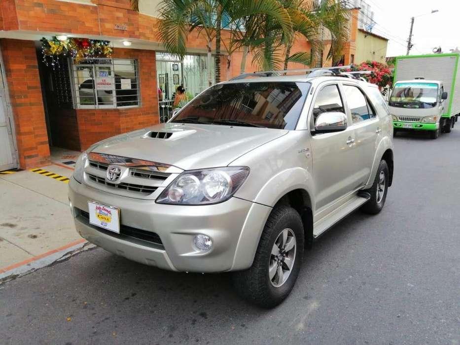Toyota Fortuner 2009 - 110000 km