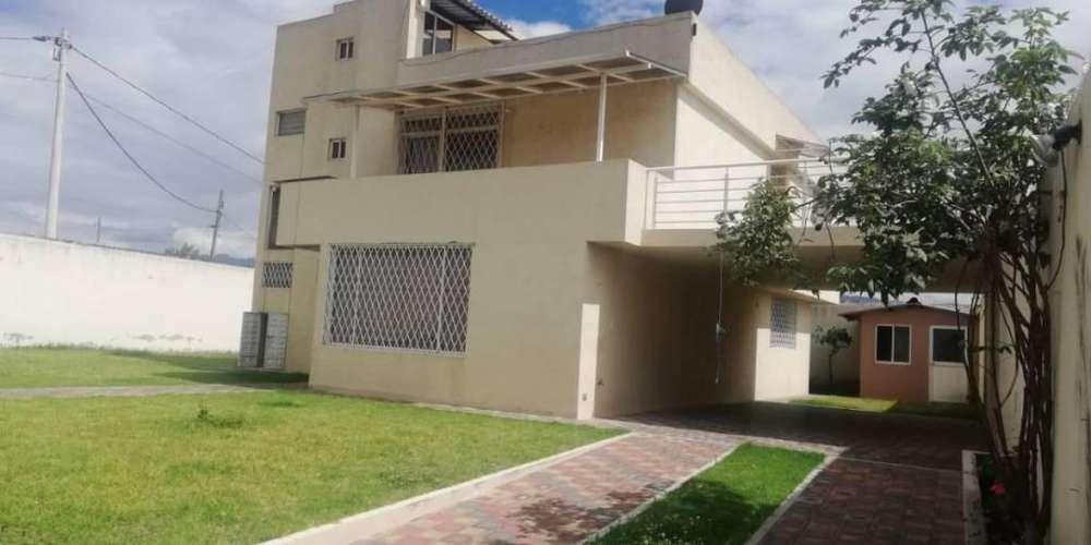 Tumbaco, Rento Casa Estilo Moderno Independiente 4 Dorm. y Jardines Sector RUMIHUAYCO