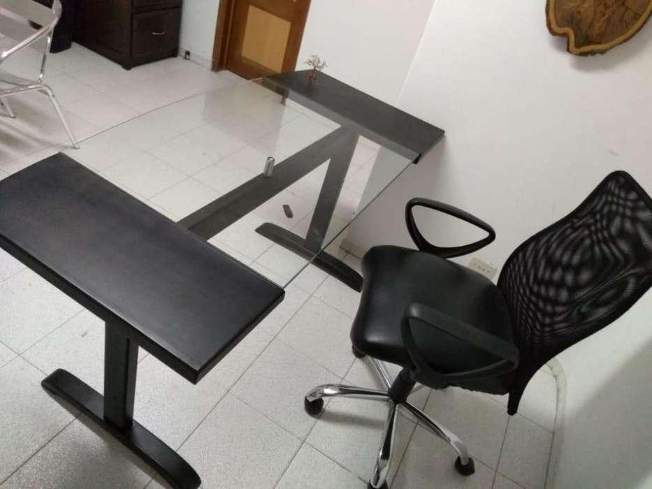 Escritorio y silla con solo 3 meses de uso
