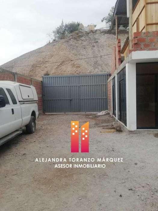 En Alquiler o Venta Amplio Terreno Ideal para taller y con espacio para oficina o vivienda.