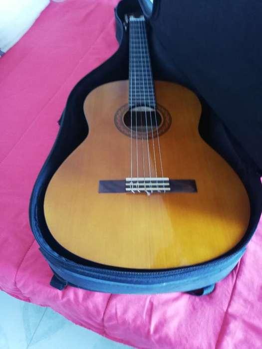 Guitarra Yamaha Cx40 con Su Cable