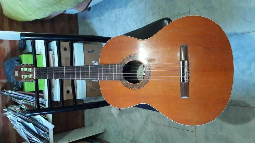 Vendo Guitarra Alhambra 1C en cedro, tapa a reparar. A la mejor oferta se va