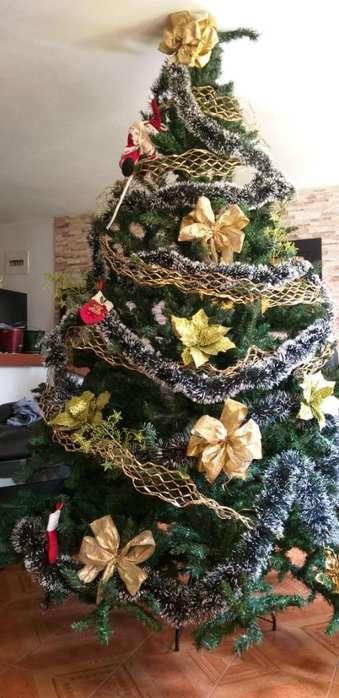 Árbol de Navidad Grande Y Abundante