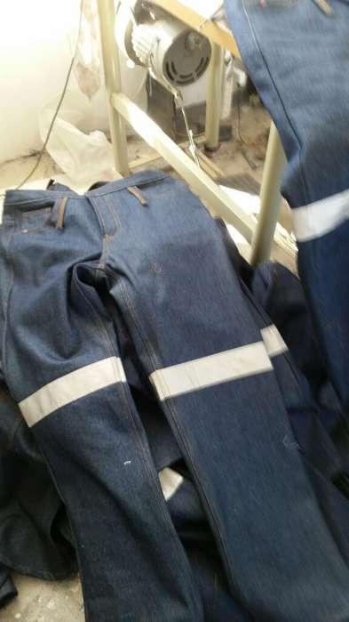 Servicio de Costura de Ropa de Trabajo