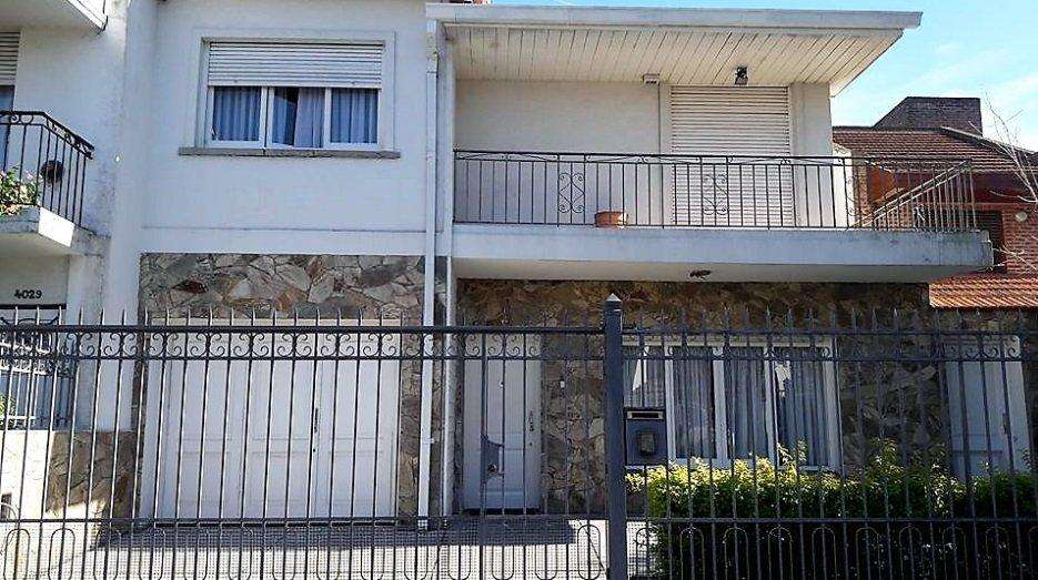 <strong>chalet</strong> 4 AMBIENTES SARMIENTO AL 4000