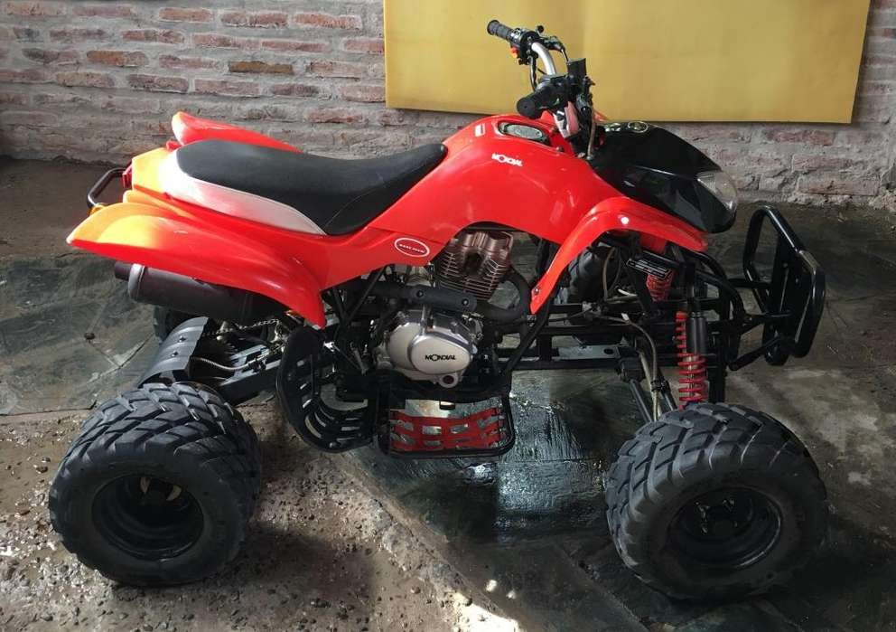 VENDO CUATRI 200cc IMPECABLE CON TRAILER