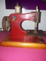 Maquina de Coser Antigua de Jugete
