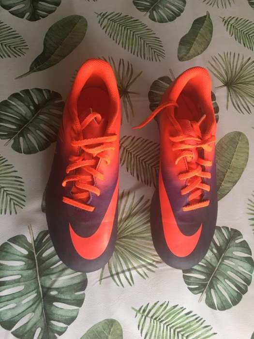 Botines con Tapones Nike Talle 37